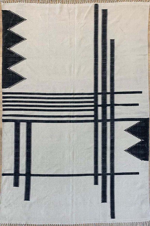 שטיח קילים כותנה מינימליסטי שחור לבן