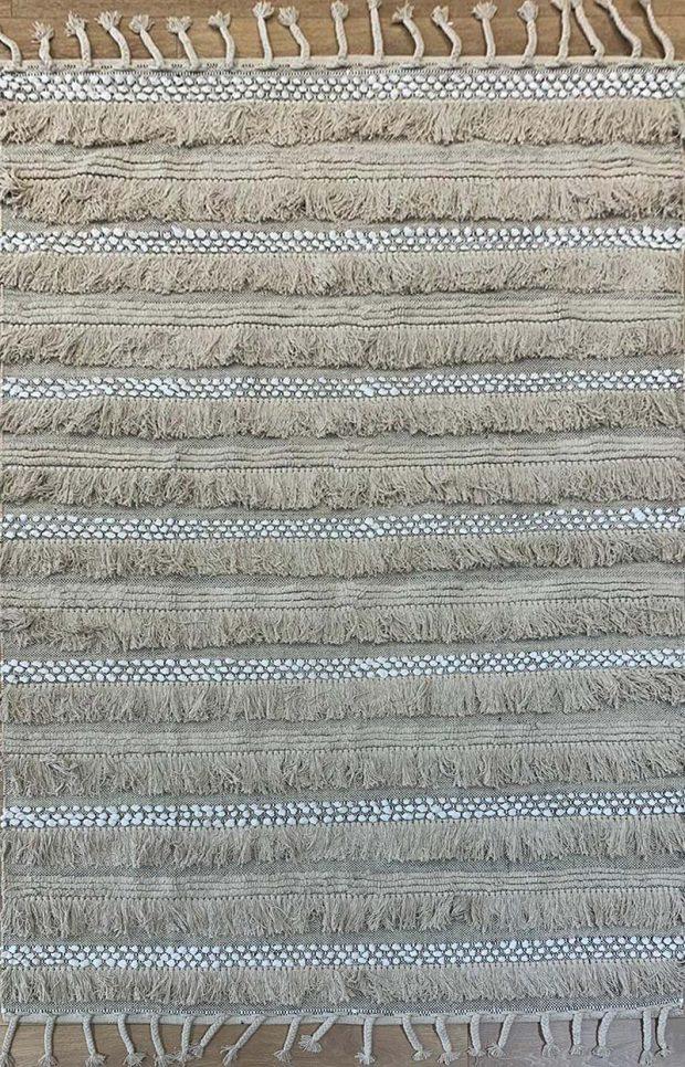 שטיח ארוג עם פרנזים בגוון טבעי
