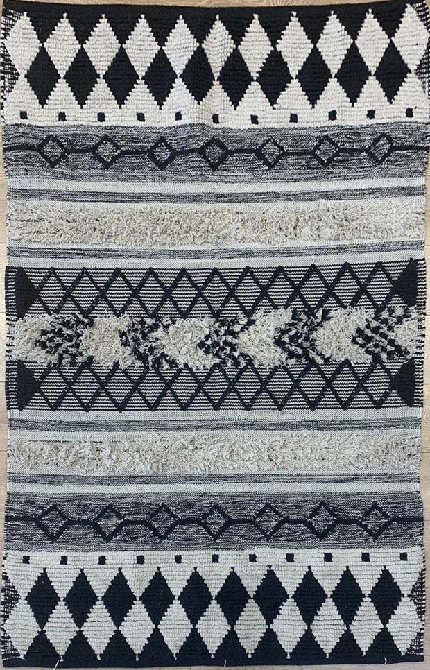שטיח באריגה משולבת שחור לבן